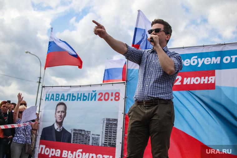 Митинг сторонников Навального 12 июня. Тюмень, карпиков максим, митинг навального, митинг против коррупции