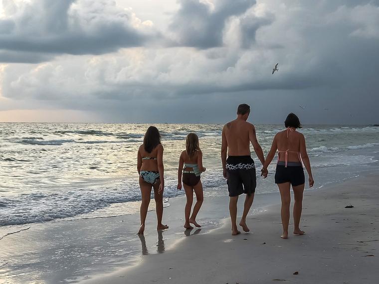 Открытая лицензия от 09.09.2016. семья, семья, море берег, пляж