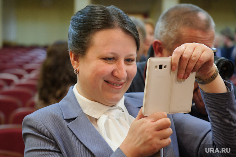 Встреча с партийным активом Северного управленческого округа. Свердловская область, Серов, фото на телефон, сотовый телефон, бердникова елена
