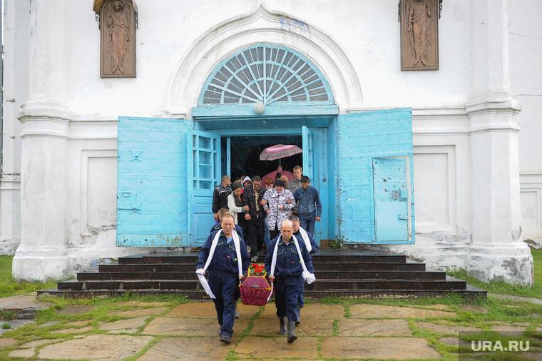 Похороны Вани Котова. Касли, гроб, похороны, храм, церковь
