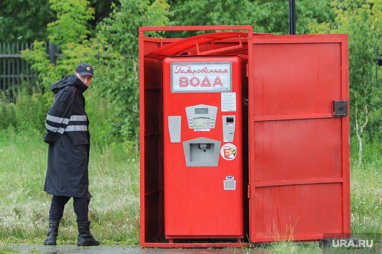 Митинг против строительства Томинского ГОК. Челябинск, автомат, ретро, полиция, газированная вода