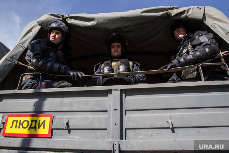Празднование первого Дня войск Национальной гвардии. Тюмень, грузовик, внутренние войска, росгвардия, национальная гвардия, солдаты в кузове