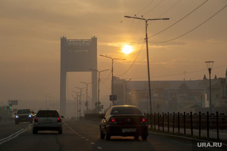 Салехард затянуло дымом от лесных пожаров. Салехард, мост, салехард, дым, смог, гарь, факел