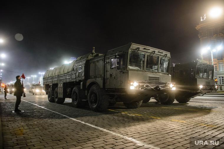 Вечерняя репетиция парада на Площади 1905 г. Екатеринбург, ракетный комплекс, искандер