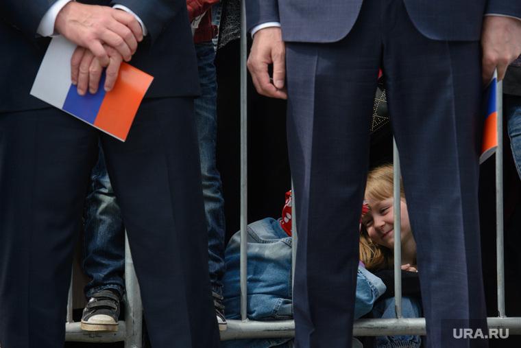 Празднование Дня России. Екатеринбург, массовое мероприятие, триколор, дети, официальные лица, официальная программа