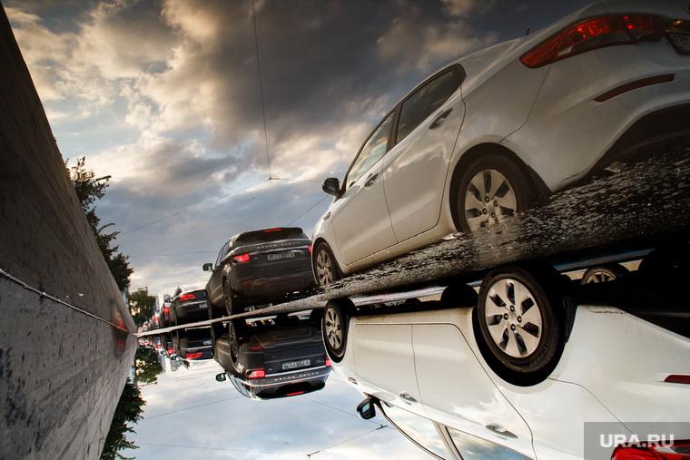 Виды Екатеринбурга, автомобили, пробка, лужа, отражение