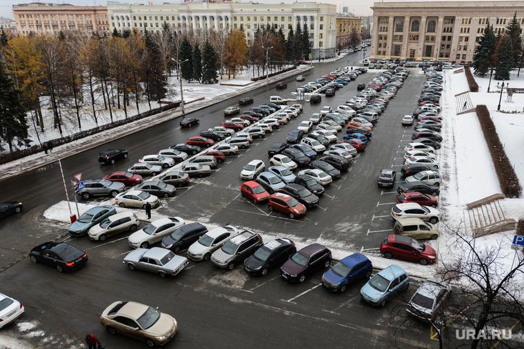 Аппаратное совещание  у главы города. Челябинск, театральная площадь, парковка
