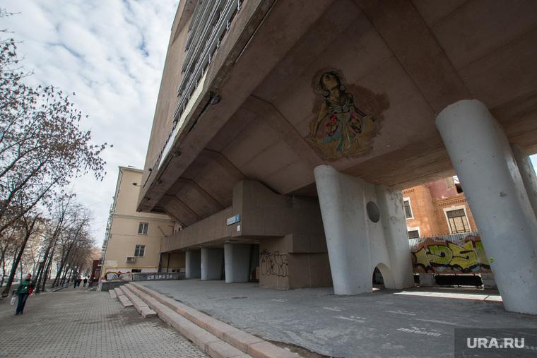 Работы на заводе ОЦМ: снесли часть здания. Екатеринбург, проспект ленина8, оцм