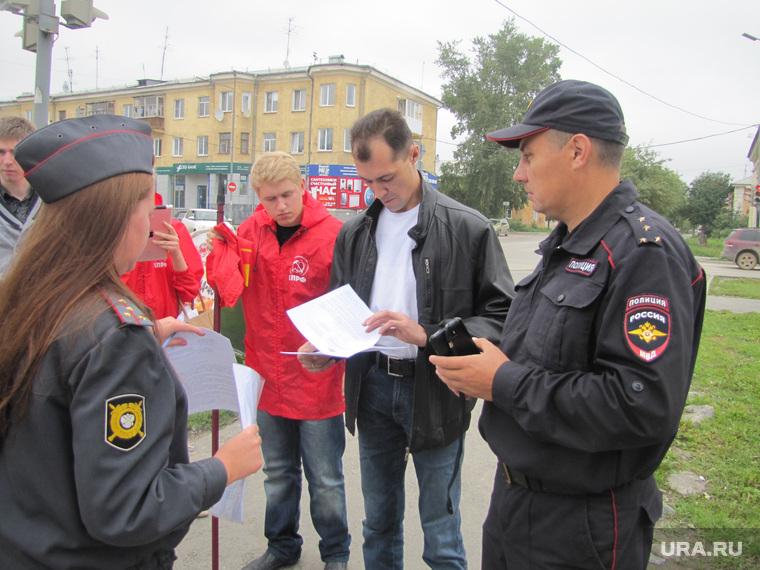Пикет против переименования улиц. Верхняя Пышма, пикет, полиция, файфер игорь