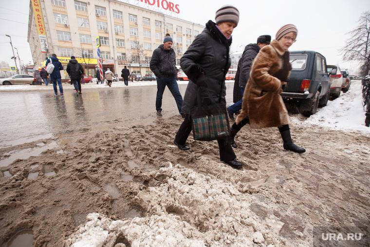 Грязный снег. ЕКатеринбург, грязь, плохая погода, снег