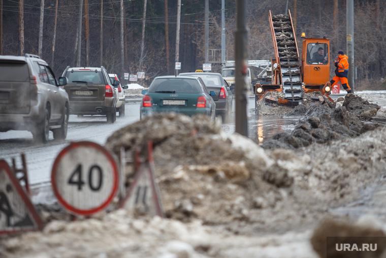 Белая башня. Конструктивизм. Екатеринбург, уборка снега, грейдер, грязь
