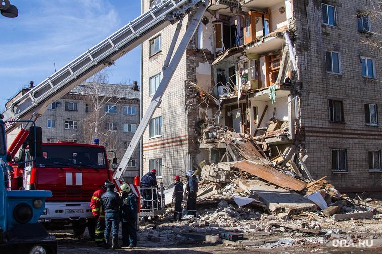 Обрушение дома на Харьковской, 52а. Работа спасателей. Тюмень, спасатели, мчс, обрушение дома