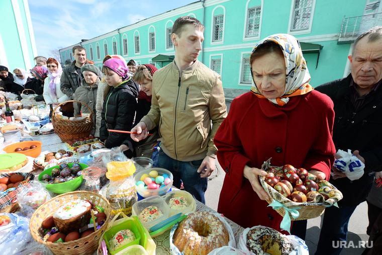 Освящение пищи и предметов перед Пасхой. Пермь, кулич, церковь, пасхальные яйца