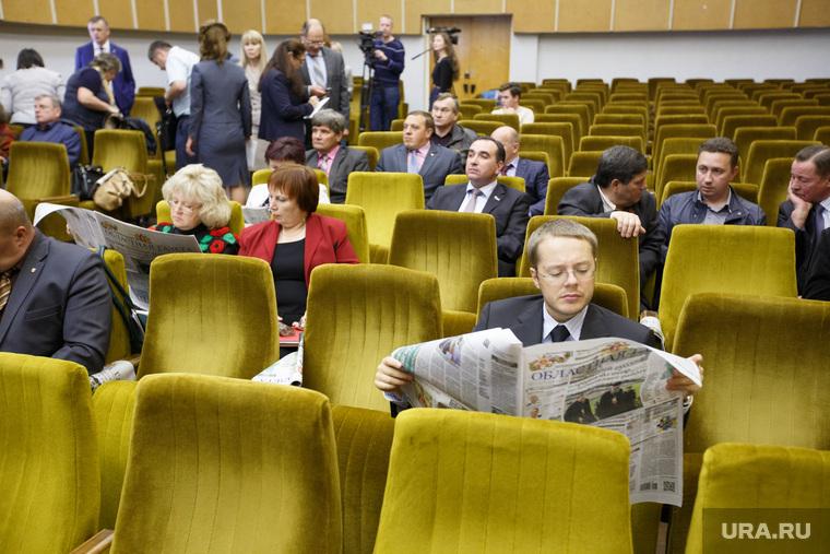 Партийная сессия Единой России в Первоуральске, ковпак лев, газета