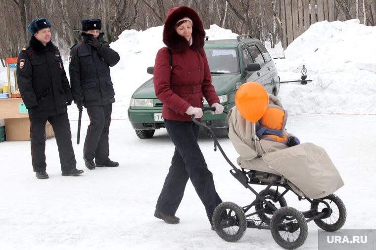 Масленица  Курган, полиция, холод, масленица, женщина с коляской