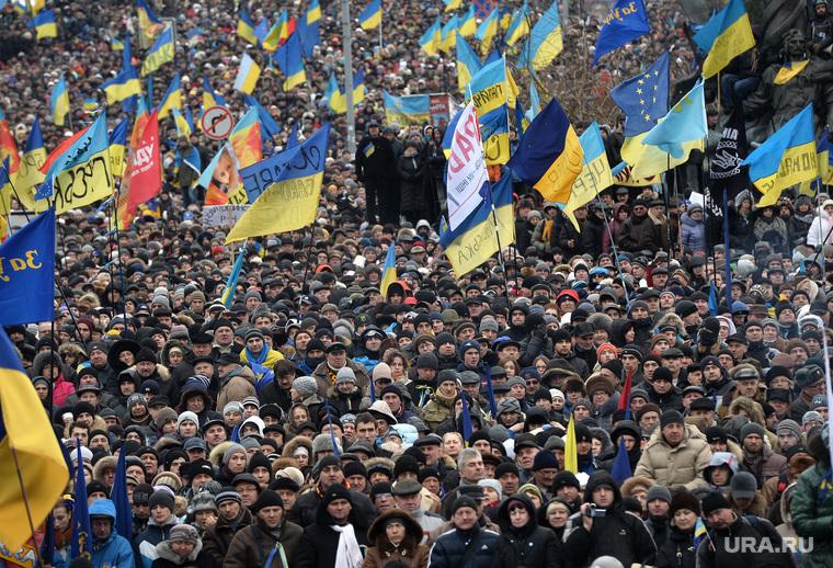 Евромайдан. Киев (Украина), толпа, майдан, флаги украины