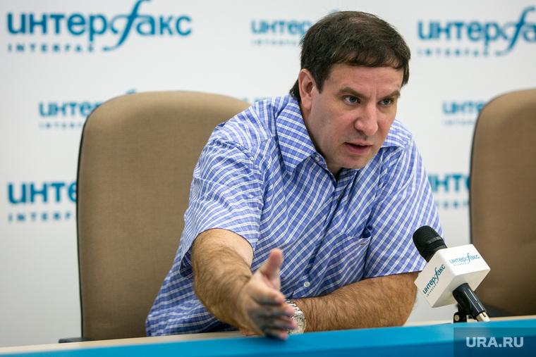 """Пресс-конференция """"Партии пенсионеров"""", Интерфакс. Москва, юревич михаил, жест рукой"""