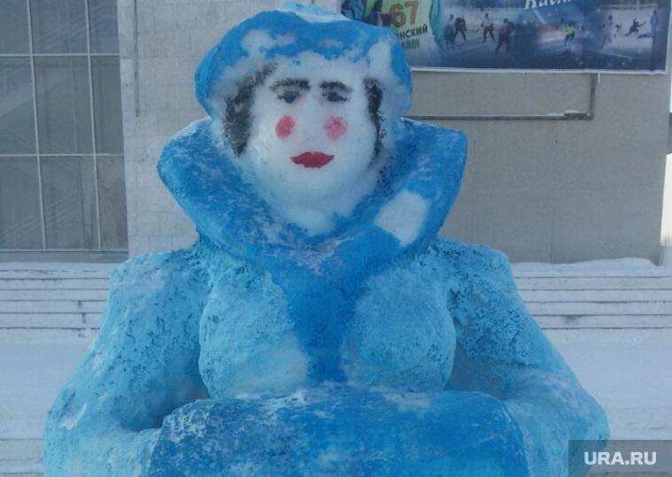 Жуткая челябинская Снегурочка, касли жуткая снегурочка городок, челябинская область касли снегурочка сиськи