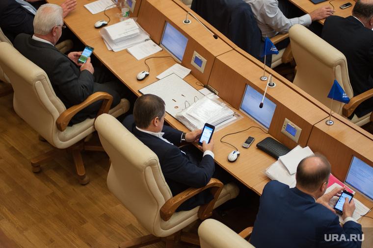Законодательное собрание Свердловской области. Екатеринбург, гаджеты, телефоны, смартфоны, депутаты, зависимость