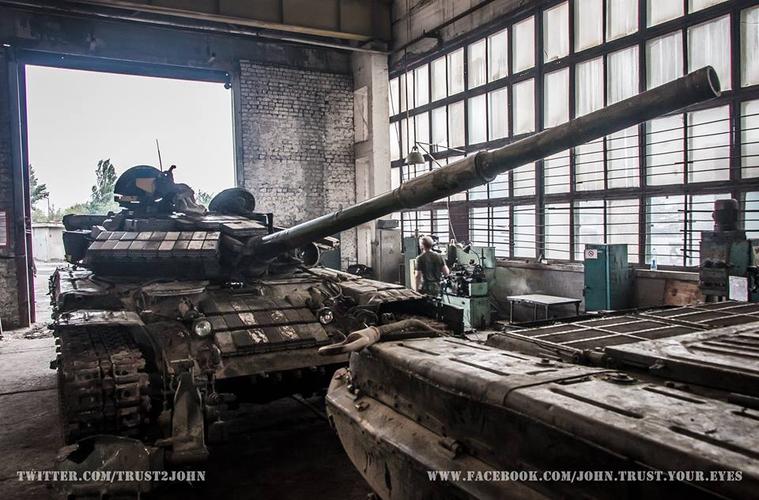 Украинский танк несет боевое дежурство в Донецке