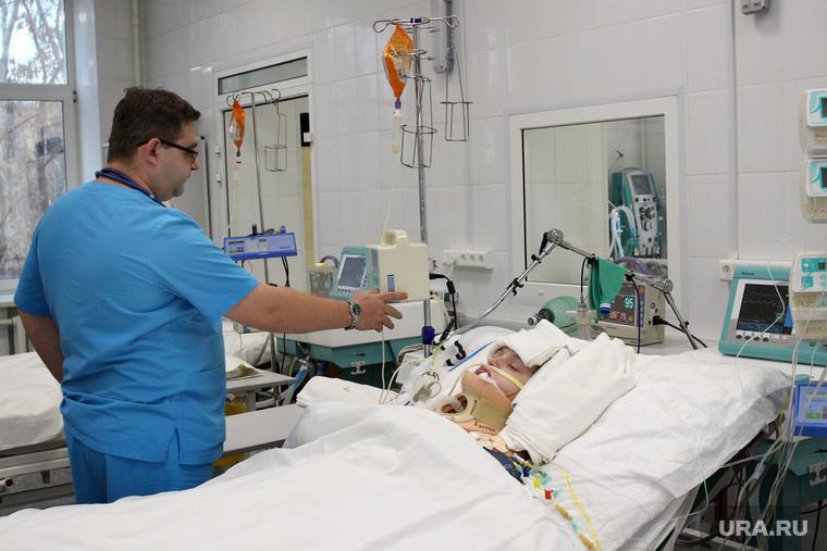 Выездная комиссия гордумы во 2 городскую больницуКурган, больница, реанимация, врач, больной, пострадавший, интенсивная терапия