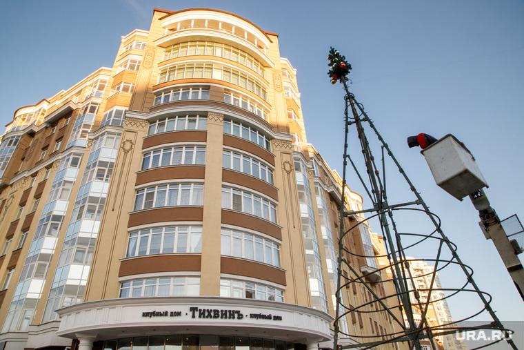 Новогодние елки возле клубного дома «Тихвинъ». Екатеринбург, клубный дом тихвин, тихвинъ
