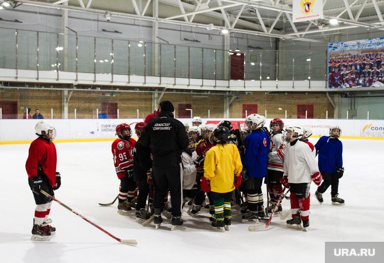 Хоккеист Павел Деменьшин. Екатеринбург, лед, корт, команда, хоккей, дети, спартаковец