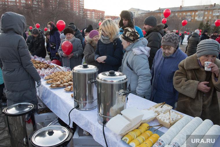 Митинг за сохранение прямых выборов мэра Екатеринбурга, стол накрыт, массовое мероприятие, чаепитие