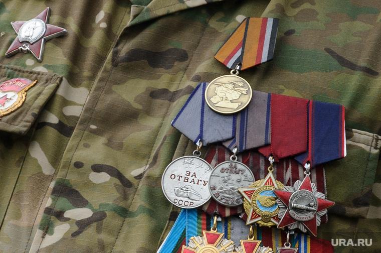 Возложение цветов к мемориалу Чёрный тюльпан в День воздушно-десантных войск. Екатеринбург, солдат, орден, ветеран, награды, медали, медаль за отвагу, военный, медаль за операцию в сирии