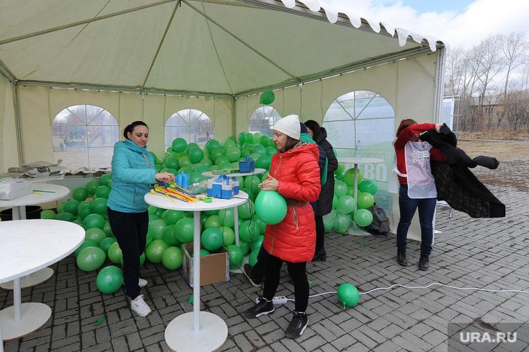 Экологический народный сход Челябинск дыши Николая Сандакова, в сквере Колющенко. Челябинск, воздушные шары