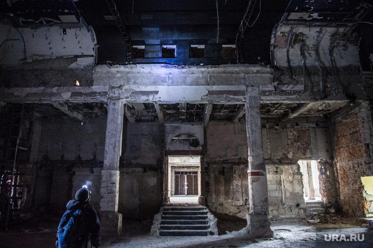 """Здание бывшего клуба """"Gold"""". Екатеринбург, колонны, старое здание"""