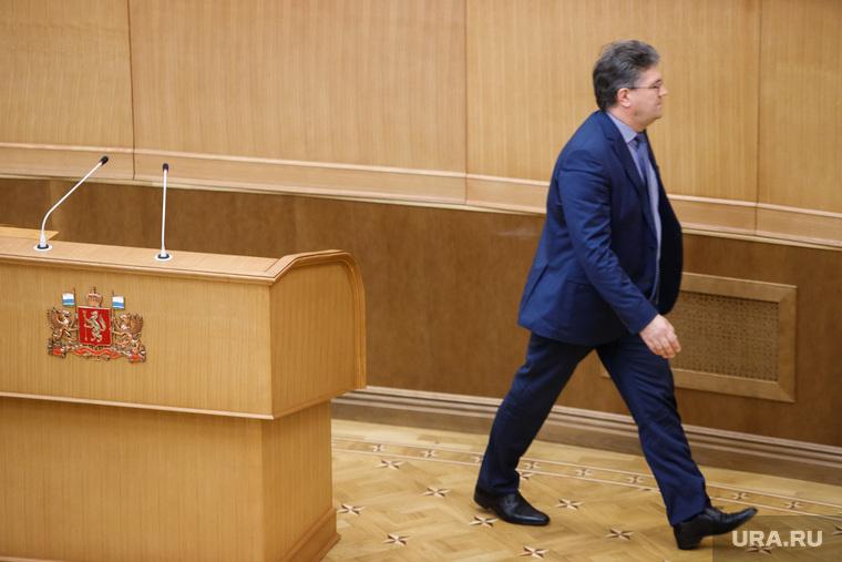 Утверждение старых новых министров и замгубернаторов Свердловской области на очередном заседании заксобрания. Екатеринбург, злоказов андрей, трибуна, уходит, выступление, речь, ступление