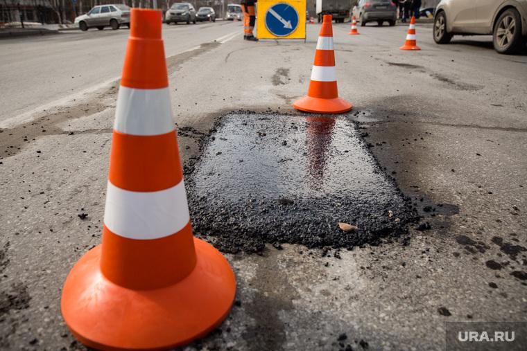 Начало компании по ремонту автомобильных дорог. Сургут, ремонт дорог, ямочный ремонт, асфальт, дорожные конусы