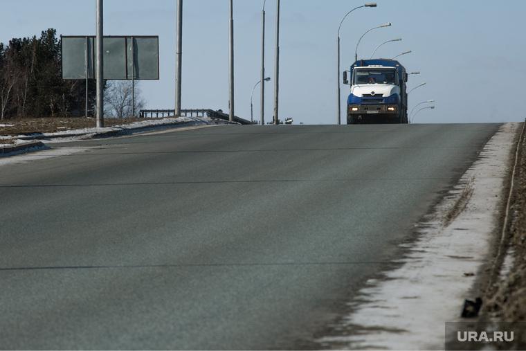 Дороги города через год после замены полотна. Сургут, транспортная развязка, дорога