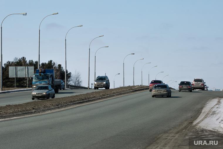 Дороги города через год после замены полотна. Сургут, дорога, транспортная развязка, тюменский тракт