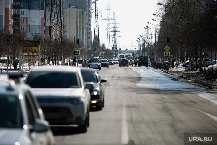 Дороги города через год после замены полотна. Сургут, дорога, улица югорская