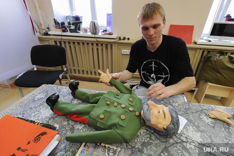 """Театр марионеток """"Малышок"""", репетиция спектакля """"Малыш и Карлсон"""". Челябинск, сталин иосиф, кукла"""