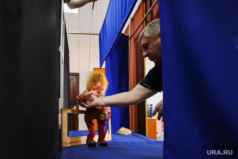 """Театр марионеток """"Малышок"""", репетиция спектакля """"Малыш и Карлсон"""". Челябинск, токий александр, кукольный театр, репетиция, кулисы, театр марионеток, малыш и карлсон, спектакль"""