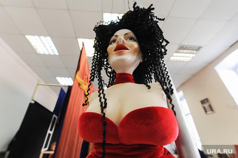 """Театр марионеток """"Малышок"""", репетиция спектакля """"Малыш и Карлсон"""". Челябинск, грудь, кукла, каменских настя, марионетка, сиськи, женщина"""