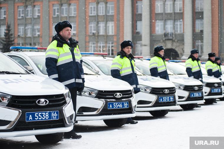 Вручение свердловским полицейским ключей от новых автомобилей. Екатеринбург , автомобили, машина дпс, машины, полиция, правоохранительные органы, гибдд, дпс, зима