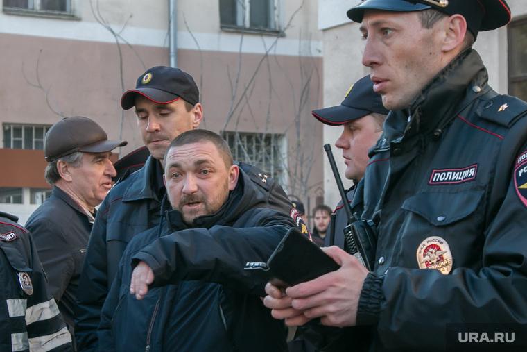 Несанкционированное шествие сторонников Навального у кинотеатра Россия. Курган, задержание, полиция