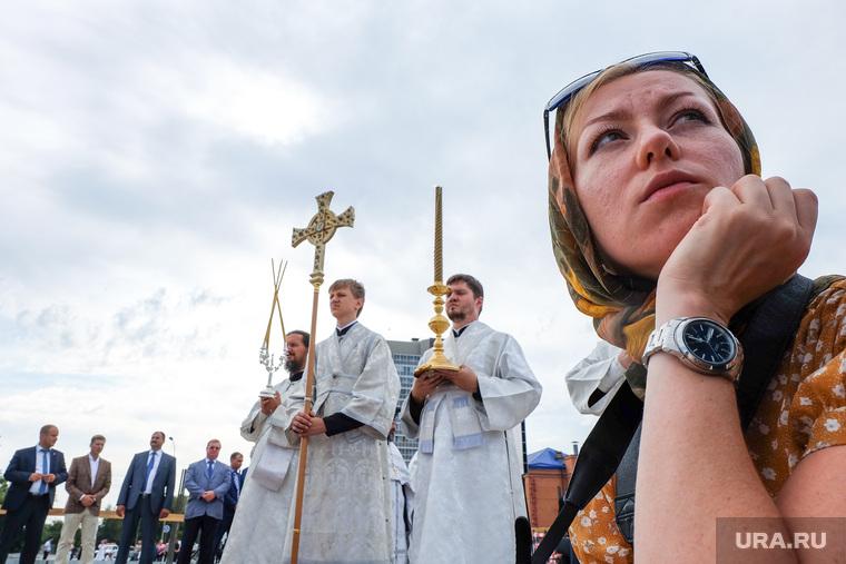 Патриарх Кирилл в Кургане на церемонии освящения закладного камня Троицкого храма, священники, верующие, православие, паства