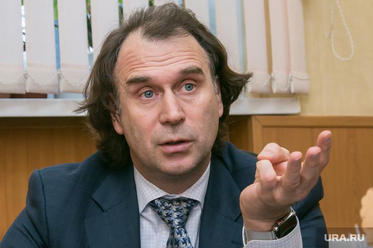 Интервью с сенатором Сергеем Лисовским. Курган, лисовский сергей, жест рукой