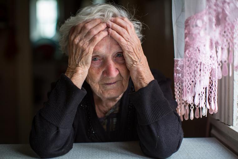 Георгиевская лента, Порошенко Марина, Порошенко Петр, Джонсон Борис, Трамп Дональд, пенсионерка, старушка, бабушка, грусть, тоска, печаль