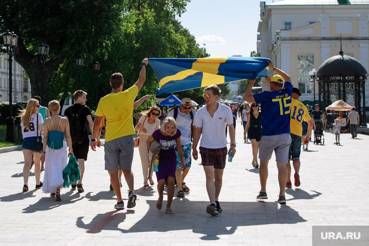 Болельщики сборной Швеции гуляют по Екатеринбургу., болельщики сборной швеции