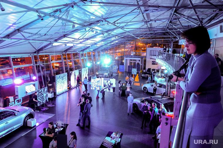 Audi Art Experience в Екатеринбурге, посетители, автосалон, выставка, ауди центр