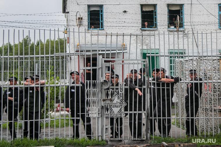 Футбольный матч между командами Курганской областной Думы и заключенными колонии №6. Иковка. Курганская обл, заключенные, колония, зэки