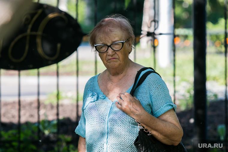 Жители города. Курган, пенсионерка, пожилая женщина