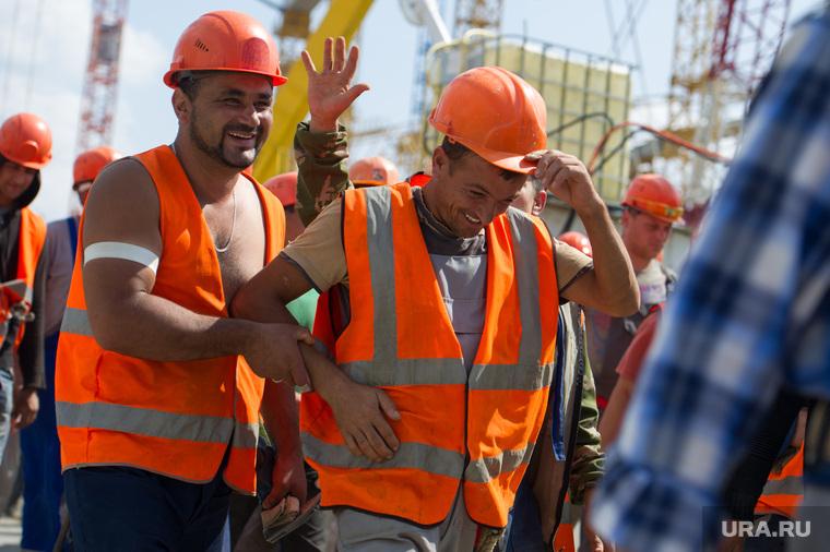 Визит Игоря Шувалова на Центральный стадион. Екатеринбург, строители, трудовые мигранты