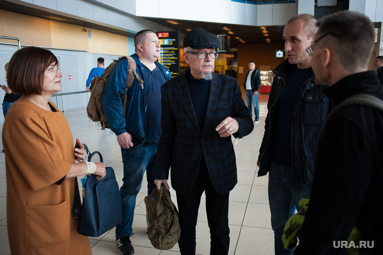 Писатель Эдуард Лимонов в аэропорту Кольцово. Екатеринбург , лимонов эдуард